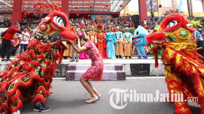 Sambut Imlek, Pasar Atom Surabaya Gelar Pertunjukan Barongsai