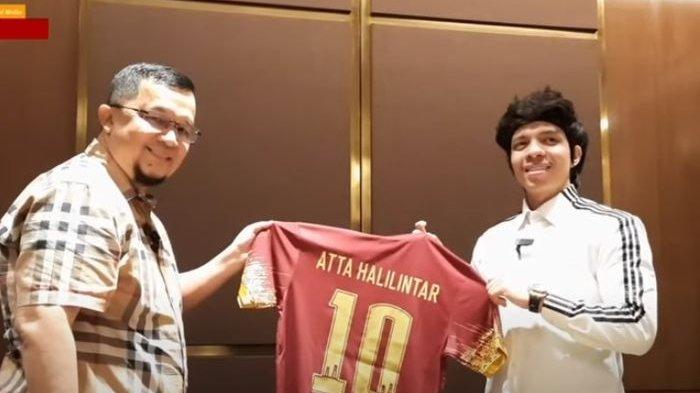 Momen saat Atta Halilintar bertemu dengan Presiden Sriwijaya FC, Hendri Zainudin di Jakarta, Rabu (5/5/2021) malam WIB.