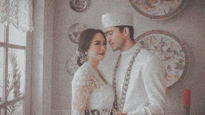 Aura Kasih Mulai Go Public Soal Pernikahannya, Bagikan Foto Honeymoon Bareng Suami di Bali