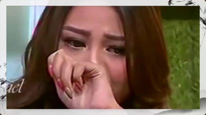 Aurel Hermansyah menangis mengenang orang tuanya dan keluarganya saat ini
