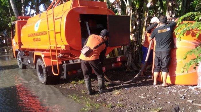 Kawasan Perkotaan Terdampak Banjir, BPBD Banyuwangi Beri Bantuan Air Bersih dan Makan Siang-Malam