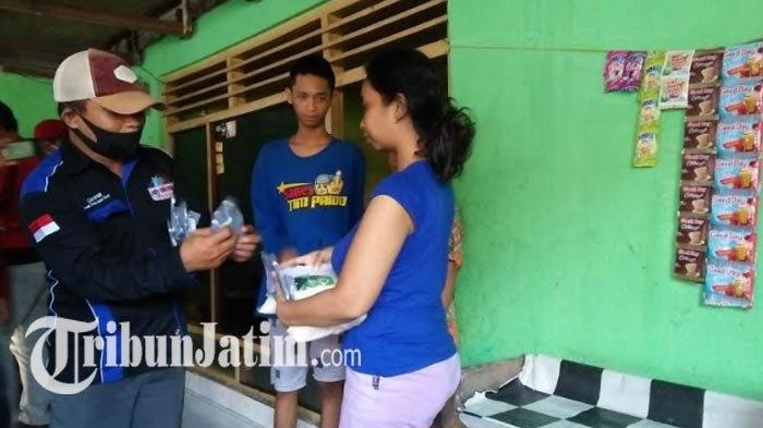 LSM FPSR & Pemuda Pancasila Bagikan Sembako Tiap Hari Selama PSBB Gresik, Bantu Atasi Pandemi Corona