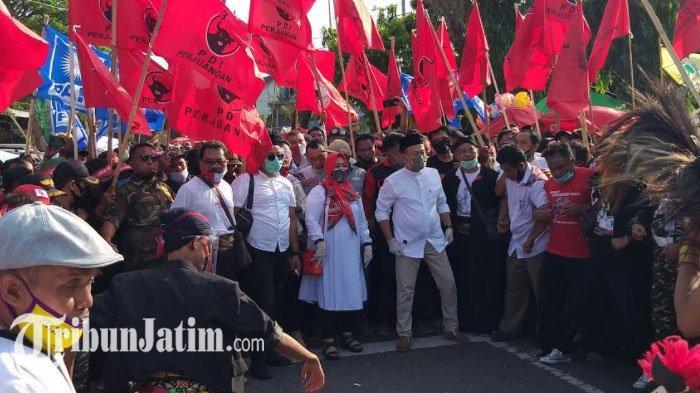 Sugiri-Lisdyarita Daftar di Pilkada Ponorogo, Ribuan Massa Pendukung Meluber di Depan KPUD Ponorogo