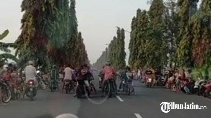 Viral Video Balap Liat Saat Ngabuburit di Tuban, GL Tabrakan dengan Mega Pro,2 Remaja Terkapar
