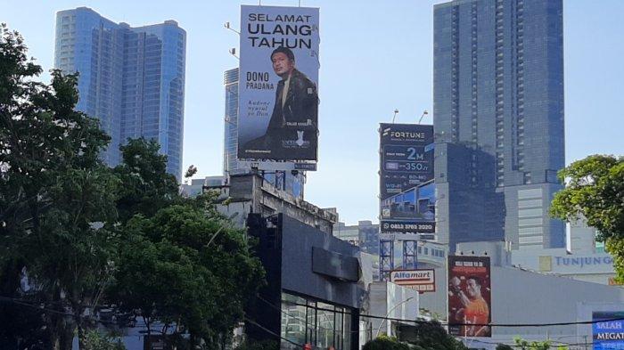 Reklame Besar di Pusat Kota, Berisi Ucapan Ulang Tahun Youtuber dan Stand Up Comedy Asal Surabaya