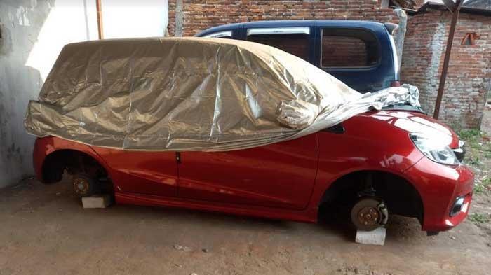 Hendak Memanasi Mesin Mobil, Warga Malang Kaget Lihat 4 Ban Mobilnya Hilang Dicuri, Lapor Polisi