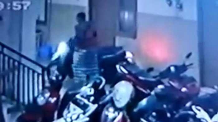 Bandit Bersarung Obok-obok Parkiran Kos Rungkut Surabaya, 1 Motor Raib: Alarm Aktif Tapi Gak Nyala