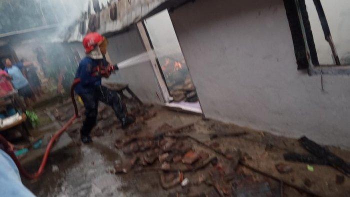 Duka Jelang Idul Fitri Dialami 2 Warga Lamongan, Rumah Tempat Tinggalnya Ludes Dilalap Api