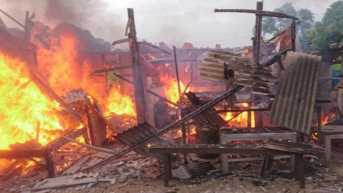 Botol Bensin Pecah Saat Pemilik Hendak Suguhkan Kopi, Bangunan Kios di Tuban Ludes Terbakar