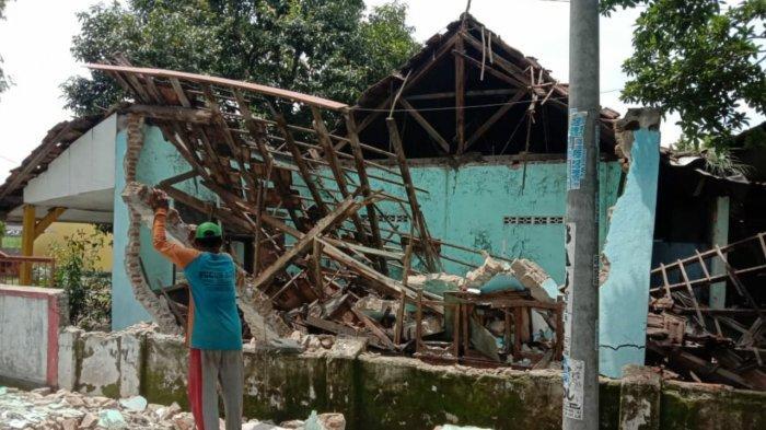 Bangunan Sekolah SDN Mojolebak di Kabupaten Mojokerto Ambruk, Simak Pengakuan Saksi