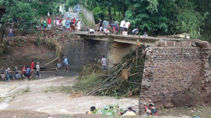 15 Rumah Warga Rusak dan Hewan Ternak Hanyut Diterjang Banjir Bandang di Bareng Jombang