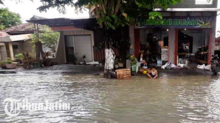 Banjir Meluas, Sebanyak 4.605 Rumah Warga Gresik Terendam Banjir Luapan Kali Lamong