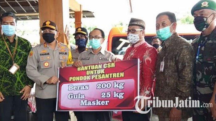 Bansos Covid-19 Tahap 2 Kabupaten Blitar Cair, Bupati Rijanto Salurkan 9.749 Paket untuk Warga