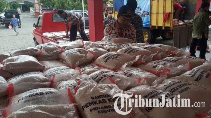 Bantuan Tahap Kedua, Pemkab Kediri Salurkan 75 Ton Beras pada Warga di Empat Kecamatan