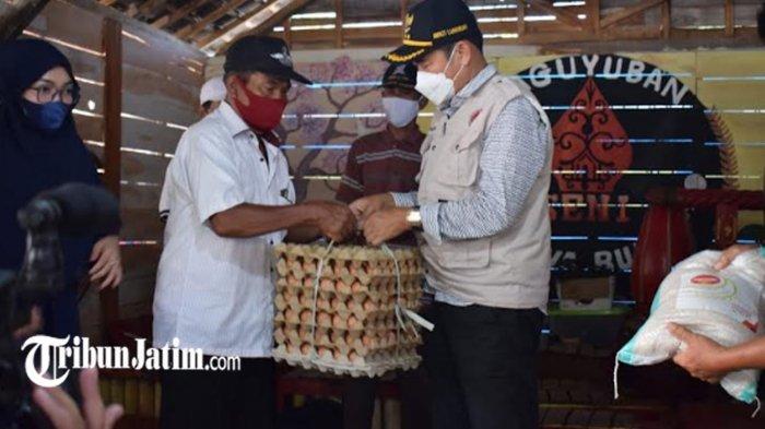 Kirim Beras 2,5 Ton dan 2 Ribu Butir Telur untuk Seniman, Bupati Lamongan: Mari Bergandeng Tangan