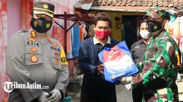 Door to Door, TNI-Polri Ponorogo Salurkan Bantuan 5 Ton Beras Pada Warga Terdampak Covid-19