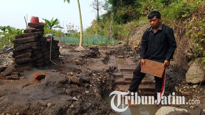 Dua Kali Ditawar Mahal Selalu Ditolak, Tanah Kebun Prawoto di Prigen Kini Muncul Batu Bata Langka
