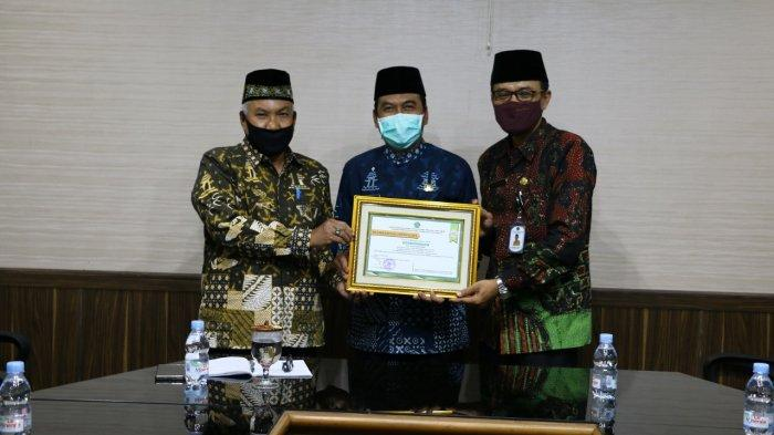 Baznas Gresik Terima Penghargaan Terbaik Dari Kemenag Jatim, Wabup Qosim: Zakat Sudah Membudaya