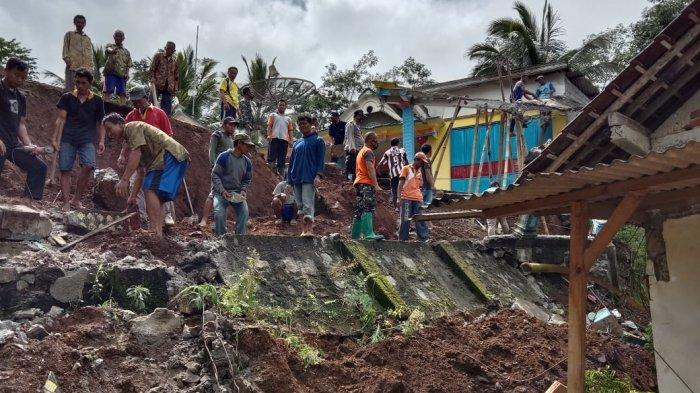 Diguyur Oleh Hujan Deras, Tiga Titik Longsor Terjadi di Trenggalek