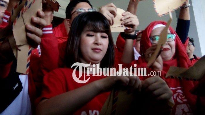 Anggota DPRD Kota Malang Protes Aksi Penyobekan Amplop yang Dilakukan Grace Natalie