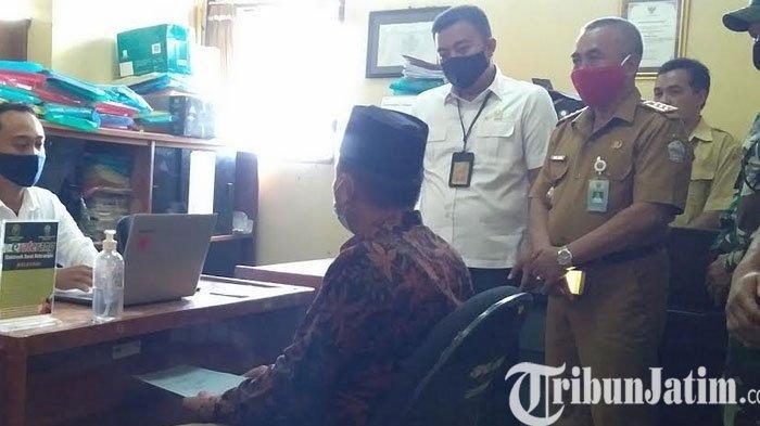 Para Bakal Calon Kepala Desa di Bangkalan Terbantu Peter Sicora Pengadilan Negeri Bangkalan