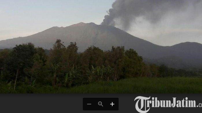 Banyuwangi Diselimuti Hujan Abu Tipis dari Erupsi Gunung Raung, Warga Diminta Tidak Panik
