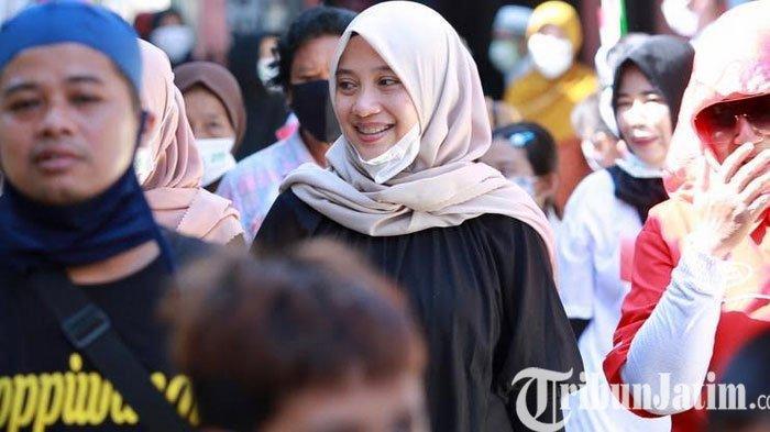 Door to Door, Ipuk Fiestiandani Dapat Sambutan Meriah dari Warga Kampung