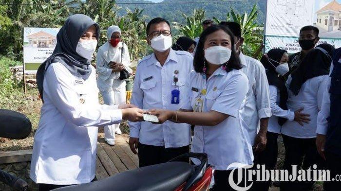 Ngantor di Ujung Selatan Banyuwangi, Ipuk Akselerasi Perbaikan Layanan Kesehatan