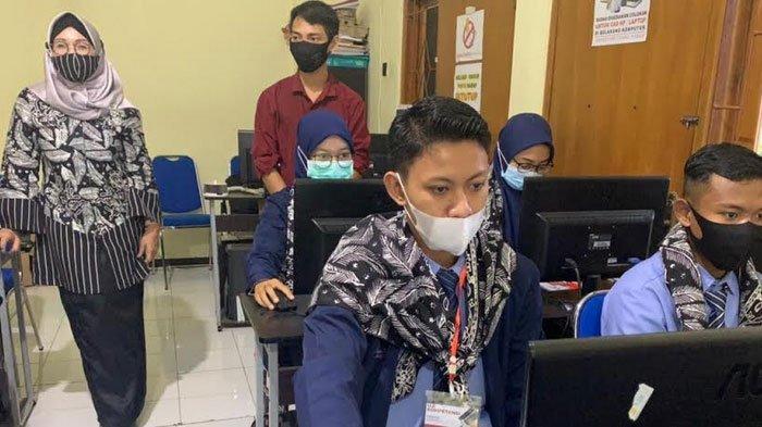 Agar Mudah Kerja, Banyuwangi Fasilitasi Anak Muda Uji Kompetensi Gratis Hotel Sampai Komputer
