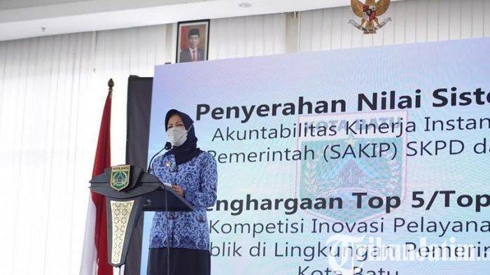 Wali Kota Batu, Dewanti Beri Penghargaan Dinas Berprestasi