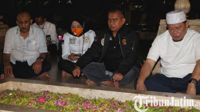 LaNyalla, Ketua DPD RI Nyekar ke Makam Bung Karno di Kota Blitar