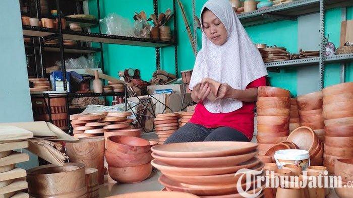Dari Perajin Kendang Jimbe, Perempuan di Kota Blitar Beralih ke Kerajinan Perabotan Dapur