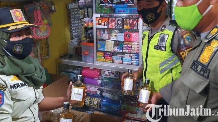Razia Jelang Ramadan di Kota Blitar, Satpol PP Sita 247 Botol Miras Tanpa Izin Jual