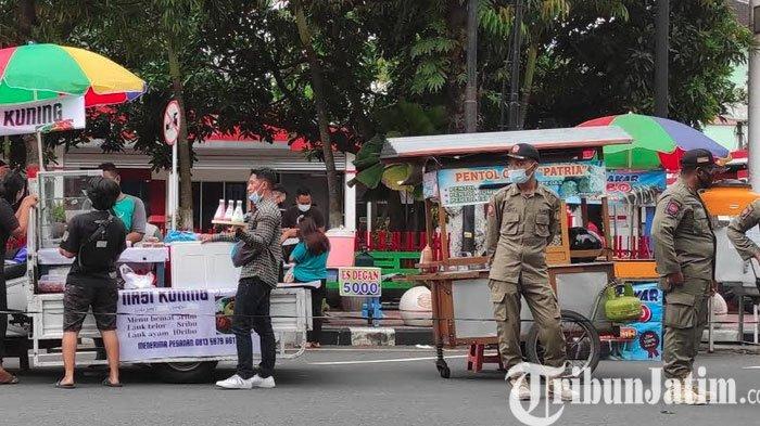 Antisipasi Kerumunan, Satpol PP Perketat Pengawasan Prokes di Pasar Takjil Kota Blitar