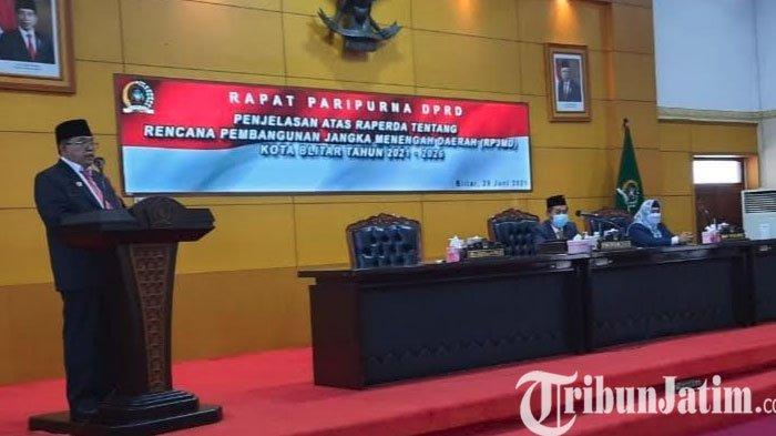 Wali Kota Blitar Santoso Sampaikan Penjelasan Atas Raperda RPJMD di Rapat Paripurna DPRD