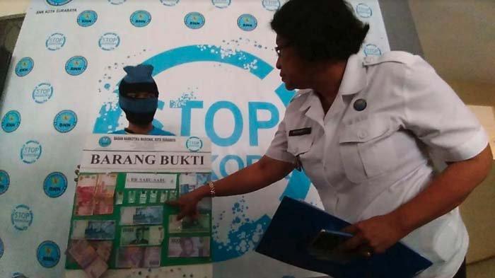 BNN Kota Surabaya Gerebek Sebuah Rumah di Rukon Sumbo, Hasilnya Seorang Pengedar Sabu Ditangkap