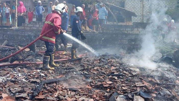 Lupa Matikan Api Saat Masak Air, Rumah di Bojonegoro Ludes Dilalap Si Jago Merah