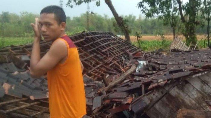 Hujan Deras Disertai Angin Kencang Terjang Bojonegoro, Puluhan Rumah Rusak dan Ambruk