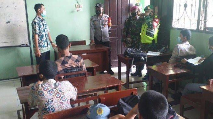 Jelang Pelaksanaan PTM di Gresik, TNI-Polri Pantau Penerapan Protokol Kesehatan di Sekolah
