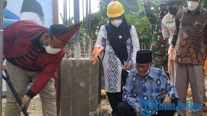 Bupati Gresik, Gus Yani  Meletakkan Batu Pertama Masjid As Shalikhien di Pulau Bawean