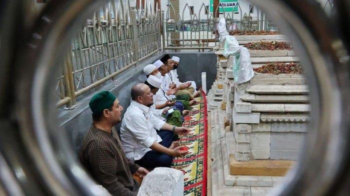Kisah Perjalanan Spiritual LaNyalla, Ketua DPD RI  di Masjid Sunan Giri Gresik