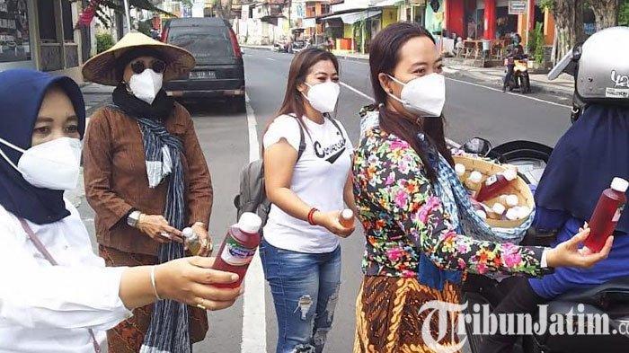 Keliling Naik Vespa, Ladies Scooter Gresik Kampanye Minum Jamu