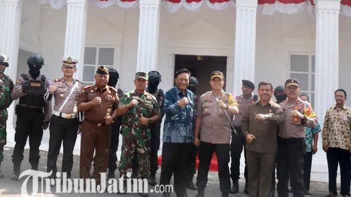 Pos Pelayanan dan Keamanan Berkonsep Rumah Adat dan Istana Negara, Polres Gresik Raih Juara Utama