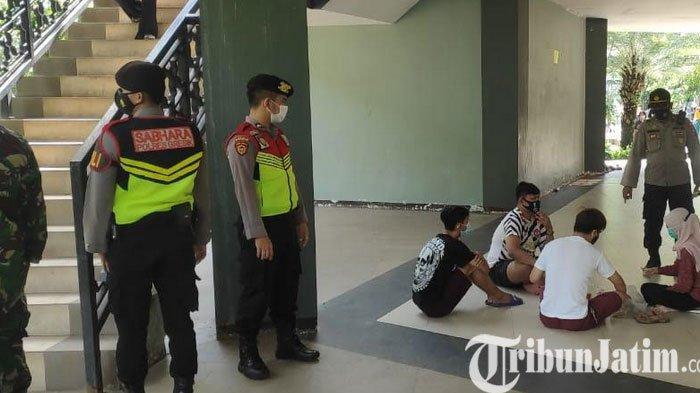Operasi Yustisi di Alun-alun Gresik, Masker Melorot ke Dagu Langsung Ditegur
