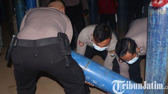 Demi Kemanusiaan, Polisi Distribusi Oksigen ke Rumah Sakit di Kabupaten Gresik Pakai Truk Raimas