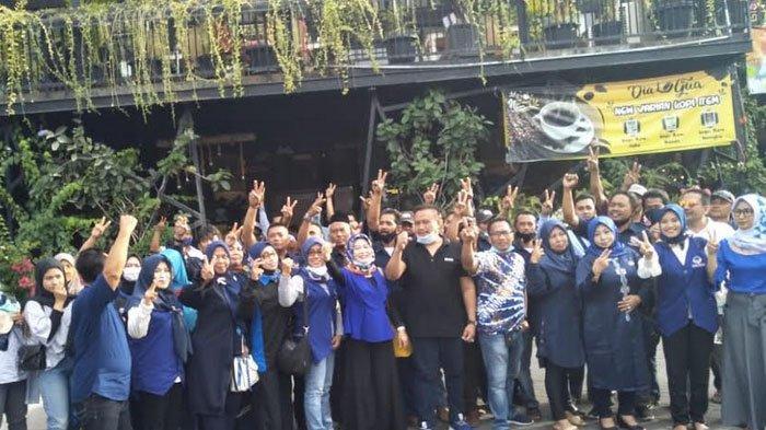Para Istri Pengurus DPD dan DPC Partai Nasdem Gresik Kompak Menangkan Gus Yani - Bu Min