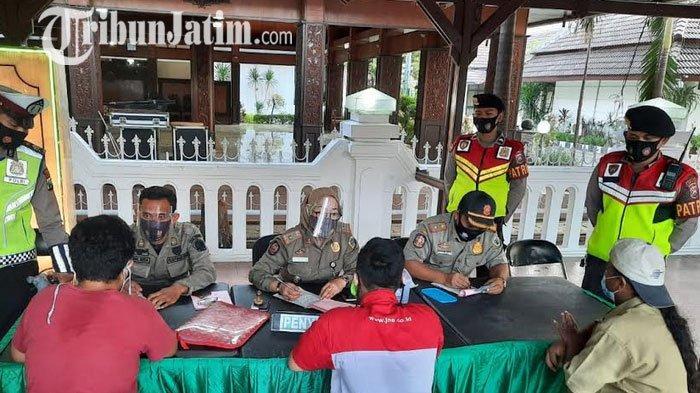 Tidak Pakai Masker, Belasan Warga Gresik Bayar Didenda Rp 150 Ribu