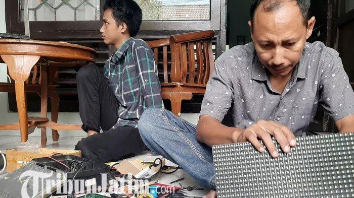 Berawal dari Iseng, Pemuda Asal Gresik ini Bikin Jam Digital Masjid, Hasilkan Puluhan Juta