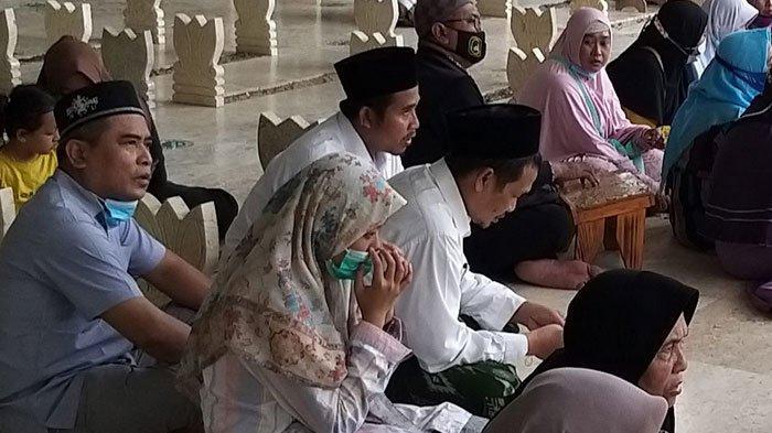 Gus Baha Ziarah Wali di Jawa Timur Bersama Keluarga, Berkahnya Malas