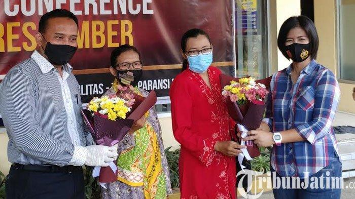 Seusai RH Ditahan, GPP Jember Beri Buket BUnga ke Penyidik PPA Polres Jember